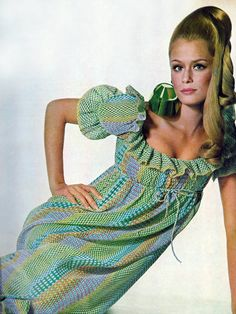 Lauren Hutton by Penn Vogue 1967