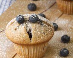 Muffins légers aux myrtilles fraîches : http://www.fourchette-et-bikini.fr/recettes/recettes-minceur/muffins-lgers-aux-myrtilles-fraches.html