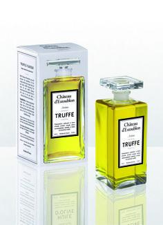 Habillée d'un précieux flacon à l'instar des plus belles essences de parfum, l'huile d'olive du Château d'Estoublon se révélera un cadeau parfait pour les fins gourmets. Aromatisé à la truffe noire, ce cru élégant parfumera fabuleusement vos plats de fêtes. À shopper sans plus tarder !