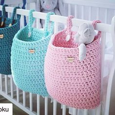 Achei super prática a idéia da colega do ig Pracownia Shekoku We are want to say thanks if you like to share this post t Crochet bag for baby nursery. pink and aqua crochet crib baskets These are darling little baskets Knitting Patterns Gifts 3 Tier Cro Crochet Diy, Crochet Storage, Crochet Home Decor, Crochet For Kids, Crochet Crafts, Crochet Projects, Crochet Ideas, Things To Crochet, Craft Projects