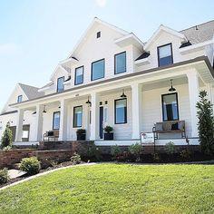 45 Beautiful Modern Farmhouse Exterior Design #Home Decoration # #BeautifulModern #FarmhouseExteriorDesign