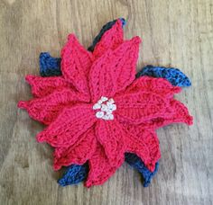 50th Issue Blog Party – Christmas poinsettia free pattern - Simply Crochet