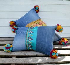 15 DIY Boho Looks For Less! s 15 diy boho looks for less, Boho Style Recycled Denim Pillows<br> You'll drool over these great ideas! Your inner boho goddess will thank you. Old Wicker Chairs, Jean Diy, Boho Look, Boho Style, Moda Boho, Dream Catcher Boho, Bohemian Mode, Recycled Denim, Look Vintage