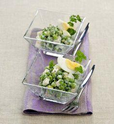 Салат с огурцами и зеленым горошком
