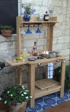 Custom Made Outdoor Bar by Southwind Spirit Studio. But looks easy enough to mak… - Outdoor Ideas Backyard Projects, Outdoor Projects, Potting Bench Bar, Outdoor Crafts, Outdoor Decor, Outdoor Ideas, Outdoor Spaces, Outdoor Living, Outdoor Carpet