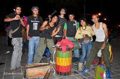 Un grupo muy bueno en el parque central de Oaxaca. Tan buenos que algunos espectadores se animaron a bailar…... Encuentra mas fotos en FotoPex.com