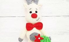 Amigurumi reindeer free crochet pattern, This article is waiting for you. We always keep you up to date with the most current amigurumi toy patterns. Crochet Deer, Crochet Snowman, Cute Crochet, Crochet Animals, Crochet Star Patterns, Tree Patterns, Crochet Patterns Amigurumi, Christmas Tree Pattern, Christmas Ornament