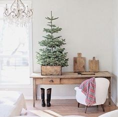 The holiday season is around the corner and it's time to start thinking about how to decorate your home this Christmas. Why not add a French flairwith these simple and stunning decorating ideas. 1. The French Christmas chimney Welcome le père noëlin style by adding French accentsto your fireplace. Display your candlesticks, glasswareand pewter pieces with Christmas lights and branches tomake a sparkling impact.   2. AChristmas mirror Gold and silver-framed mirrors reflect decorations…