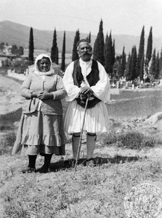 Poros. Greek peasants. 1933. Dorothy Burr Thompson. American School of Classical Studies at Athens. Greek Traditional Dress, Greek Independence, Greece Map, Greek Culture, Folk Costume, Athens, Old Photos, The Past, Istanbul