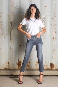 Mom Fit Archives - New Denim High Waist, Capri Pants, Fall Winter, Legs, Mom, Denim, Chic, Fitness, Fashion