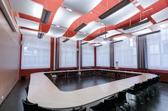 MAISONS ALFORT VETERINARY SCHOOL, Francja, FLOATING CEILING SOLUTIONS, OPTIMA Curved Canopy, OPTIMA L Canopy Medium Rectangle, Armstrong, sufity podwieszane, ceiling, sufit akustyczny