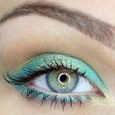 Beach inspired eye makeup.