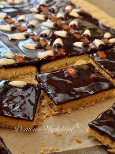 mazurek czekoladowy Cookie Desserts, Cupcake Cookies, Dessert Recipes, Easter Recipes, Holiday Recipes, Polish Easter, Juicer Recipes, Polish Recipes, Pavlova