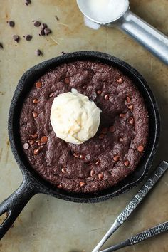 This Paleo Skillet Brownie is the perfect way to end an evening. Grab a couple of spoons and dig in to this fudgy, chocolatey goodness.