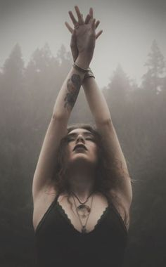 Dark Photography, Creative Photography, Portrait Photography, Witch Photos, Halloween Photos, Nature Witch, Witch Fashion, Witch Aesthetic, Dark Beauty