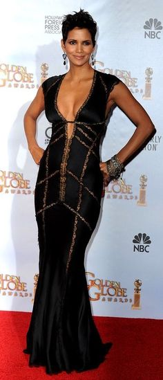 I don't know who styles her but one things for sure, few celebs can wear a dress like Halle can. everything she wears fits her perfectly. She's a tiny lil lady in person but looks perfectly curvaceous and shapely on screen & in photos. Hally Berry, Halle Berry Style, African American Fashion, Sensual, Black Women, Celebrity Style, Celebs, Gowns, Lady
