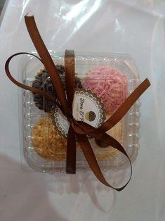 Bake Sale Packaging, Cupcake Packaging, Dessert Packaging, Food Packaging Design, Chocolate Wrapping, Love Chocolate, How To Make Chocolate, Dessert Boxes, Food Poster Design