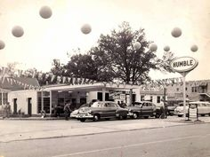 A Humble service station in the fifties! Old Garage, Paris Home, Old Gas Stations, Filling Station, Paris Texas, Old Spice, Gas Pumps, The Good Old Days, Grand Opening