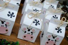 SACOLINHA SURPRESA Cow Birthday Parties, Girl 2nd Birthday, Birthday Candy, Birthday Favors, Farm Animal Birthday, Cowboy Birthday, Farm Birthday, Farm Themed Party, Farm Party