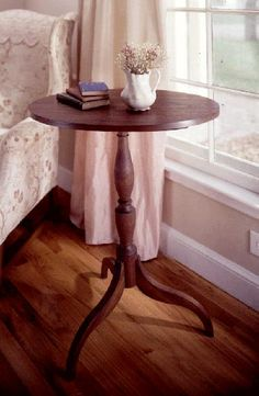 Classic oval table Woodworking Plan from WOOD Magazine