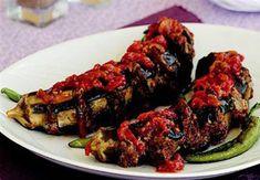 Antep Kazan Kebabı, patlıcan ve kıymanın enfes birleşiminden oluşan kolay bir kebap tarifi. Hafta sonu akşam yemekleri için güzel bir alternatif. Tarifi;