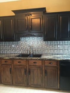 Our backsplash is now complete!