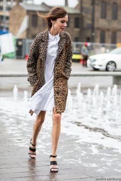 Alexa Chung - I just bought a coat like this from Cabi. love the look! Fashion Week, Look Fashion, Winter Fashion, Womens Fashion, Net Fashion, Glamouröse Outfits, Alexa Chung Style, Moda Vintage, Winter Stil