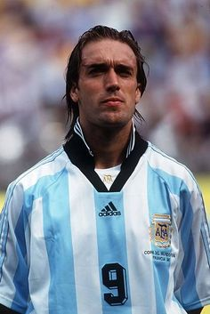 Gabriel Batistuta Old Boys, Argentina Football Team, Argentina World Cup, Fifa, Soccer Pictures, Soccer World, Gabriel, Nike Football, Dream Team