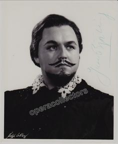Star swedish tenor (1911-1960), one of the greatest of the 20th century!. Wonderful signed photo showing him in the title role in Don Carlo, opera by Verdi, at the Metropolitan Opera. This is recogniz