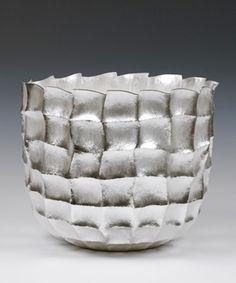 Seni Vase, 2014  Hiroshi Suzuki (Japanese residing in London)  Hammer-raised and chased Fine silver 999