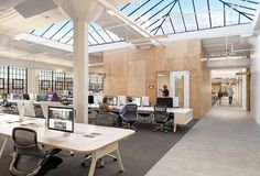 Gensler has recently completed the design of a brand new San Francisco headquarters for global travel rental company Airbnb. We've seen Airbnb's old office previously, which was well-known for its listing-inspired… Airbnb Office, Startup Office, Corporate Offices, Office Interior Design, Office Interiors, Corporate Interiors, Office Designs, Open Space Office, Office Spaces