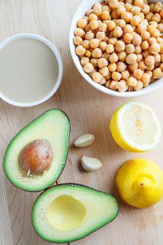 【材料】 水をよく切ったひよこ豆の水煮缶 2缶 アボカド 2個 タヒニ(練りゴマ) 1/4カップ レモン汁 1/4カップ にんにく 2かけ 塩 少々