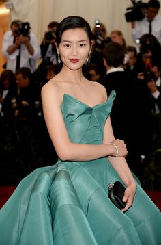 2014 Met Gala Red Carpet | love the color and shape