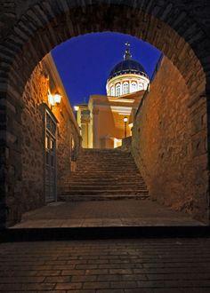 Syros at night! Mykonos, Santorini, Beautiful Islands, Beautiful Places, Beautiful Pictures, Syros Greece, Greek Beauty, Skiathos, Night City