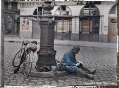 This cyclist orderly has stopped for lunch at Place Royale in Reims. (Reims, France, 1 April 1917) - Albert Kahn Collection
