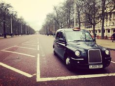 .Trip in London.  #Street#Cab#Black#Hollidays#Friends #MP#London#UK#Buckingham#Palace  by totox_capitaine