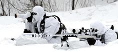 A South Korean Army sniper (with sniper rifle) and his spotter, Janurary during cold weather training for ROK Army Special Forces. Military Photos, Military Gear, Military Weapons, Ghost Soldiers, Army Gears, Military Special Forces, Special Ops, The Empire Strikes Back, Armed Forces