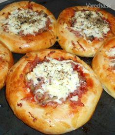 Pizzové koláčiky (fotorecept) - Recept Bread And Pastries, Ciabatta, Baked Potato, Quiche, Food And Drink, Pizza, Potatoes, Baking, Ethnic Recipes