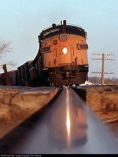 Locomotive at Milwaukee Roads eastbound track at Calhoun Rd. in Brookfield, Wisconsin ~ Photo by. By Train, Train Tracks, Railroad Pictures, Milwaukee Road, Bonde, Railroad Photography, Old Trains, Train Pictures, Train Engines