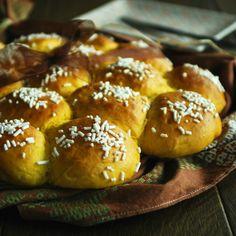 Panini dolci alla zucca con crema di mascarpone alla vaniglia  http://blog.giallozafferano.it/passionecooking/panini-dolci-alla-zucca-crema-mascarpone-alla-vaniglia/