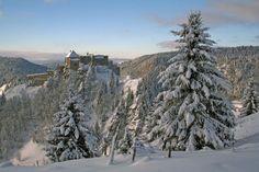 Le Château de Joux est ouvert pendant les vacances de février et ce jusqu'au 16 mars 2014.  Retrouvez toutes les informations pratiques et d'autres photos de ce majestueux site sur http://www.fans.franche-comte.org/chateau-joux/.