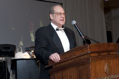 93rd Woman's Board September Gala:  Jerry Reinsdorf, Chairman, Chicago Bulls and Chicago White Sox, accepts the Pauline K. Palmer Award
