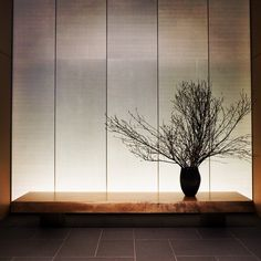 kerry hill architects / aman, tokyo Space like this in foyer opposite the brick art gallery wall. Chinese Interior, Japanese Interior Design, Contemporary Interior Design, Japanese Design, Rooms Decoration, Decoration Design, Entry Way Design, Wall Design, Japanese Architecture