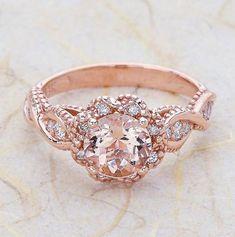 Atención novias (y novios!) el oro rosa es tendencia! http://www.unabodaoriginal.es/blog/de-la-cabeza-a-los-pies/alianzas-de-boda/anillos-de-compromiso-de-oro-rosa