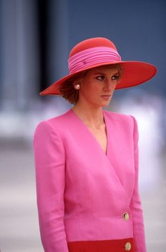 During a March 1989 official visit to Abu Dhabi, Diana, Princess of Wales polished off her hot-pink double-breasted blazer with a red-and-pink wide-brimmed hat.