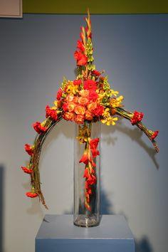 Presentación de varios diseños de arreglos florales creativos, cuyas fotos he encontrado enInternety me parecen interesante comparti...