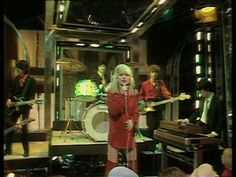 EMI Sessions presents a classic Top Of The Pops performance from Blondie of their hit, Denis. The video is now available to buy as part of a video bundle on iTunes: http://clkuk.tradedoubler.com/click?p=23708=1129537=blondietotpemisessionsyoutube=http%3A%2F%2Fphobos.apple.com%2FWebObjects%2FMZStore.woa%2Fwa%2FviewAlbum%3Fid%3D297462600...