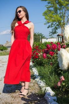 I've Got Sunshine ☀️ | Style and Travel Blogger - Red dress and roses