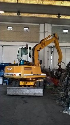 FOR SALE: Liebherr A 902 Full rubber tyres Elevated fix cabine Blade Polyp