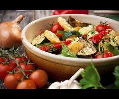 La ratatouille (de l'occitan ratatolha) est une spécialité culinaire traditionnelle des cuisine niçoise cuisine provençale cuisine occitane et régime méditerranéen à base de ragoût mijoté de légumes méditerranéens et d'huile d'olive.  #FLE #AFMX #AllianceFrançaise #français #ParlezFrançais #languefrançaise #apprendrelefrançais #hablafrances #speakfrench #parlerfrançais #französichlernen #ProfYortch #nofilter #photooftheday #gastronomie #platfrançais #AlianzaFrancesa #AlianzaFrancesaMexico…